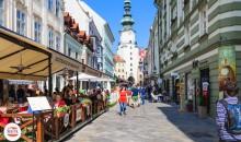 V Eisenstadtu/Železnem bo ogled Esterhazyevega gradu in sprehod po »Haydnovem« mestu. 2 dni, 148 EUR (večerja, kosilo, degustacija).