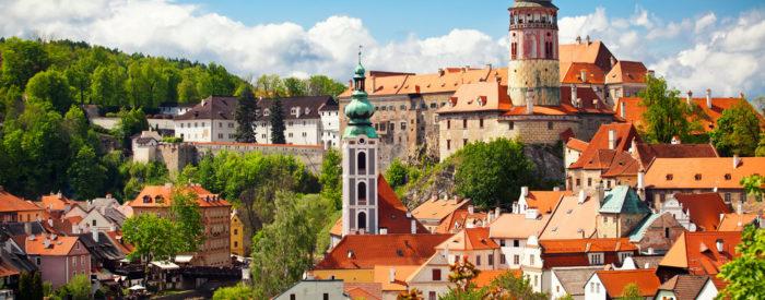 Prepustite se vožnji po dolini Vltave do srednjeveškega Češkega Krumlova. Vrnitev po avstrijski 'romantični cesti'. 3 dni, 210 EUR.