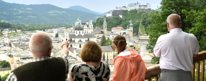 Uživali boste ob svetlobi sveč in kompozicijah priljubljenih Mozartovih melodij ob izvajanju priznanih salzburških umetnikov, oblečenih v historične kostume. 2 dni, 196 EUR.
