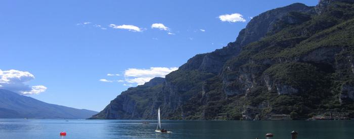 Pridružite se nam! Očaralo vas bi  mesto zaljubljencev Verona ter vedno čudovito  Gardsko jezero. 2 dni, 119 EUR (polpenzion).