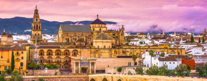 Andaluzija je silna in vznemirljiva, obsijana s soncem, temperamentna in strastna, je domovina flamenca, bikoborb, čudovitih mest... 5 DNI, 745 EUR.