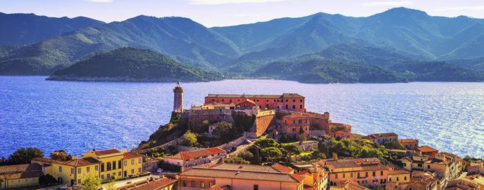 Najprej v Lucco, potem na Elbo in zadnji dan z ladjo, ki pluje do slikovite peterice vasic Cinque Terre. Vsaka zase je paša za oči. 3 dni, 265 EUR.