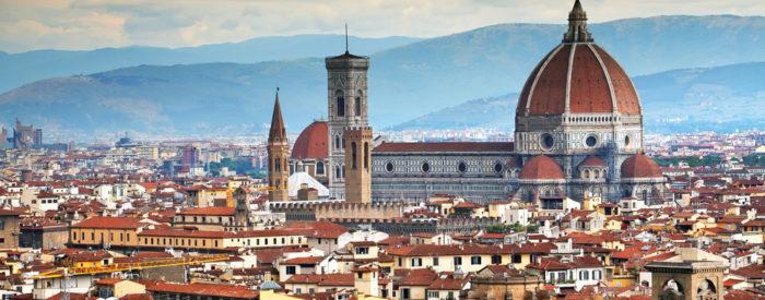 Toskano zaznamujejo zeleni griči z nasadi oljk, vinske trte, kamnite hiše in vile pa tudi z obzidji obdana mesta, bogate vinske kleti... 2 dni, 128 EUR (polpenzion).