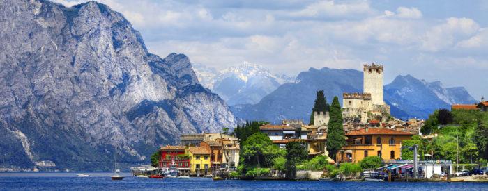 Mesto romantike in večne ljubezni Romea in Julije, Gardsko jezero ter doline med Dolomiti. Pridružite se nam!