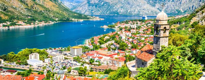 Sanjsko lepe plaže, zanimiva sredozemska arhitektura, izjemen panoramski razgled z Lovćena, odlična balkanski hrana...