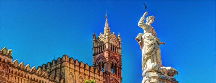 """Bella Sicilija"""", kot ji Italijani pravijo, je največji sredozemski otok in verjetno pokrajina, ki je v Italiji še vedno najbolj vezana na stare tradicije in običaje."""