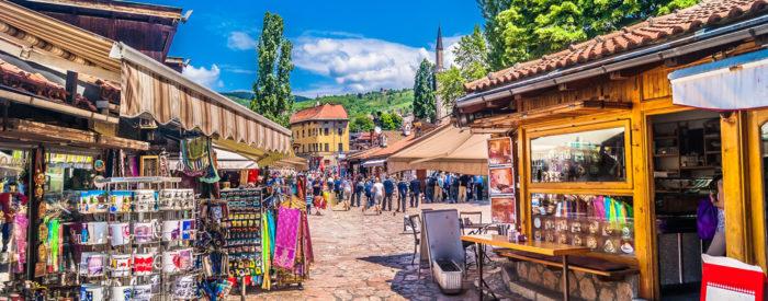 Življenje v modernem Sarajevu teče po širokih avenijah s tramvajskimi progami med številnimi palačami in olimpijskimi objekti....2 dni, 135 EUR (vključena večerja).