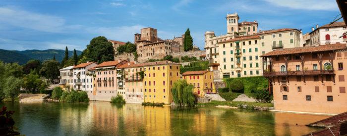 Drugi dan  plovba po porečju reke Brente. Ob razlagi boste spoznali zgodovino in značilnosti slavnih vil. 2 dni, 136 EUR (polpenzion).