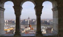 Budimpešta, čudovito mesto ob reki Donavi, je najlepša v predprazničnih dneh. Mogočne palače, ribja trdnjava, parlament in številni mostovi,...2 dni, 99 EUR.