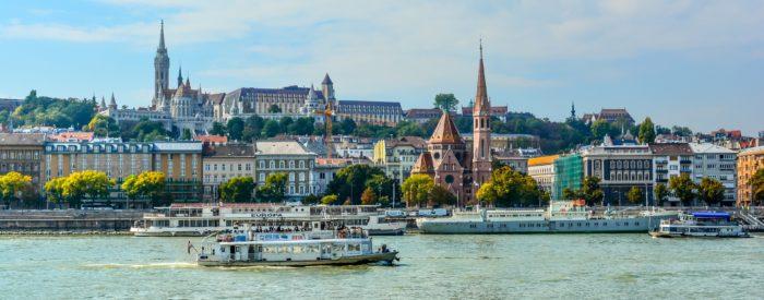 Slikovita Budimpešta s svojim arhitekturnim obličjem ter raznovrstnim in pestrim življenjem privlači turiste iz vsega sveta. Od 109 EUR.