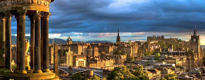 Vabi vas Škotsko Višavje s pravljično pokrajino in osupljivimi gradovi, viktorijanski in delavski Glasgow, Edinburg s skrivnostno Kraljevo miljo in mogočnim gradom...