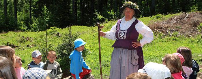 Pokazali vam bomo rov, ki pelje v Kekčevo deželo. Kekec vam bo postregel s pastirsko malico, teta Pehta vam bo povedala nekaj skrivnosti o zdravilnih...