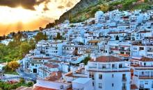 Andaluzija je silna in vznemirljiva, obsijana s soncem, temperamentna in strastna, je domovina flamenka, bikoborb, čudovitih mest.