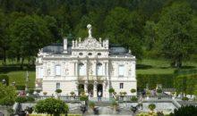 Med drugim si boste ogledali tudi dvorec Linderhof, ki ga je dal bavarski kralj postaviti v idilično mirno okolje. 3 dni, 178 EUR.