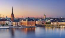 Kraljevo mesto z več kot 750 let zgodovine. Poseben čar  mestu dajejo številni parki in vodne površine, v katerih se zrcalijo podobe mesta. 3 dni, 650 EUR.
