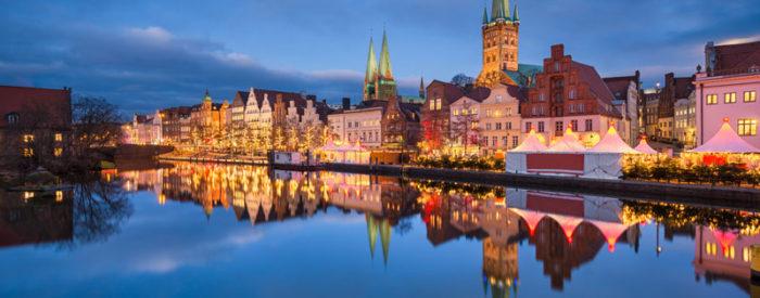 Posebno doživetje za otroke, ko božiček s sankami leti visoko nad strehami božičnih tržnic. Letalo, 3 dni, 14.12.2018, od 299 EUR