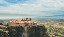 Grčija vas vabi s svojo zgodovino, grškimi specialitetami, zvoki buzukija in plesom Sirtaki. Spoznajte zibelko evropske civilizacije.